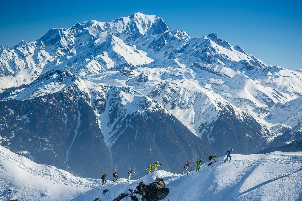 J2. Sur l'arête de la Grande Journée avec le mont Blanc en toile de fond JCb